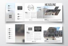 Vektorsatz dreifachgefaltete Broschüren, quadratische Designschablonen Polygonaler Hintergrund, unscharfes Bild, Stadtlandschaft, Stockfotografie