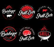 Vektorsatz Grillbar und bbq-Aufkleber im Retrostil Weinlesegrillrestaurantembleme, -logo, -aufkleber und -Design Stockfotos