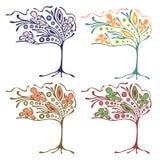 Vektorsatz Hand gezeichnete Illustrationen, dekorativer dekorativer stilisierter Baum Grafische Illustrationen lokalisiert auf de Stockfotos