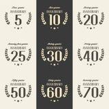 Vektorsatz Jahrestagssymbole 5., 10., 20., 25., 30., 40., 50., 60., 70. Jahrestagslogo ` s Sammlung Lizenzfreie Stockfotos
