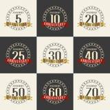 Vektorsatz Jahrestagssymbole 5., 10., 20., 25., 30., 40., 50., 60., 70. Jahrestagslogo ` s Sammlung Lizenzfreie Stockbilder