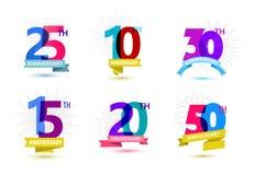 Vektorsatz Jahrestagszahldesign 25, 10, 30, 15, 20, 50 Ikonen, Zusammensetzungen mit Bändern Buntes transparentes Lizenzfreie Stockbilder