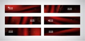 Vektorsatz rote gewellte Fahnen der Zusammenfassung Seide, fliegendes Gewebe des Satins, Vorhang auf schwarzem Hintergrund stockbilder
