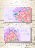 Vektorsatz Schabloneneinladungen oder Grußkarten mit Hand gezeichneten Blumen, Rosen und Aquarellelementen Stockbilder