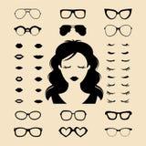 Vektorsatz von kleiden oben Erbauer mit den verschiedenen Frauenwimpern, Gläser, Lippen in der flachen Art Frau stellt Ikonenschö stock abbildung