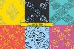 Vektorsatz von sechs wiederholenden Designen in den hellen modischen Farben Lizenzfreies Stockfoto