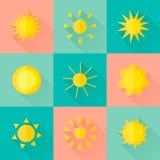 Vektorsolsymboler av olika former i den plana stilen Royaltyfria Foton