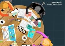 Vektorteam-Arbeitsgeschäftsmann Brainstorming Analysis des Vermarktungsplanes Lizenzfreie Stockbilder