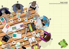 Vektorteam-Arbeitsgeschäftsmann Brainstorming Analysis des Vermarktungsplanes Stockbilder