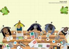 Vektorteam-Arbeitsgeschäftsmann Brainstorming Analysis des Vermarktungsplanes Stockfoto