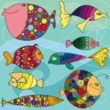 Vektortecknade filmen fiskar i olika färger royaltyfri illustrationer