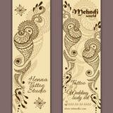 Vektoruppsättning av baner eller kort i indisk dekorativ stil Mehndi paisley prydnad vektor illustrationer