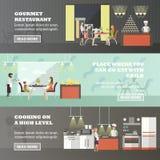 Vektoruppsättning av baner med restauranginre Folk som har lunch i kafé stock illustrationer