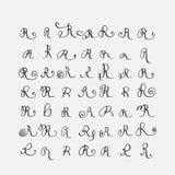 Vektoruppsättning av calligraphic bokstäver R som är handskriven med det spetsiga stiftet som dekoreras med krusidullar och dekor stock illustrationer