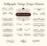 Vektoruppsättning av calligraphic designbeståndsdelar och sidagarneringar Elegant samling av virvlar stock illustrationer