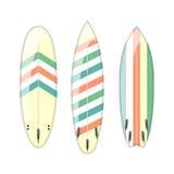 Vektoruppsättning av dekorerade färgrika surfingbrädor Arkivbild