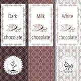 Vektoruppsättning av designbeståndsdelar och sömlös modell för att förpacka för choklad och för kakao - etiketter och bakgrund royaltyfri illustrationer
