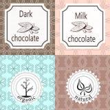 Vektoruppsättning av designbeståndsdelar och sömlös modell för att förpacka för choklad och för kakao - etiketter och bakgrund stock illustrationer