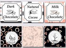 Vektoruppsättning av designbeståndsdelar och sömlös modell för att förpacka för choklad och för kakao - etiketter och bakgrund Royaltyfria Foton