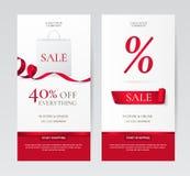 Vektoruppsättning av eleganta vertikala baner med den pappers- shoppingpåsen och röda band Royaltyfri Bild