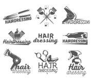 Vektoruppsättning av etiketter för hårsalong i tappningstil Skönhet och barberaren shoppar, sax, blad vektor illustrationer