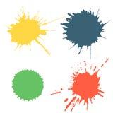 Vektoruppsättning av färgrik färgpulverfärgstänk, fläckar och borsteslaglängder som isoleras på den vita bakgrunden Serie av vekt Royaltyfri Fotografi