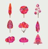 Vektoruppsättning av geometriska höstträd på ljus bakgrund Låg poly stil stock illustrationer