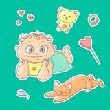 Vektoruppsättning av klistermärkear för färgillustrationer som ler barnet och den lyckliga kattungen Behandla som ett barn leksak Arkivfoto
