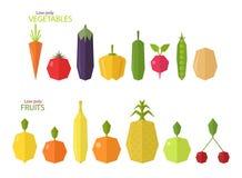 Vektoruppsättning av låga poly frukter och grönsaker Royaltyfri Foto