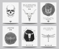Vektoruppsättning av moderna gotiska affischer med mänskliga skallar, tjurskallar Royaltyfria Foton