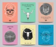 Vektoruppsättning av moderna gotiska affischer med mänskliga skallar, tjurskallar Arkivbilder