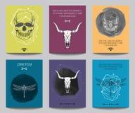 Vektoruppsättning av moderna gotiska affischer med mänskliga skallar, tjurskallar Fotografering för Bildbyråer