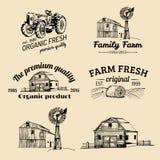 Vektoruppsättning av nya logotyper för lantgård Bio produktemblemsamling Tappninghanden skissade jordbruks- utrustningsymboler royaltyfri illustrationer