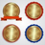 Vektoruppsättning av runda guld- emblemetiketter med Royaltyfri Fotografi