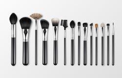 Vektoruppsättning av svarta rena yrkesmässiga borstar för krön för skugga för öga för rodnad för makeuptäckstiftpulver med isoler royaltyfri illustrationer