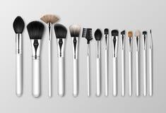 Vektoruppsättning av svarta rena yrkesmässiga borstar för krön för skugga för öga för rodnad för makeuptäckstiftpulver med isoler stock illustrationer