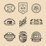 Vektoruppsättning av tappninghipsterlogoen Retro symbolssamling av cykeln, mustaschen, kameran etc. Royaltyfria Foton