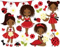 Vektoruppsättning med gulliga små afrikansk amerikanflickor med nyckelpigor stock illustrationer