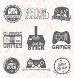 Vektoruppsättning: Retro videospeletiketter och symboler stock illustrationer