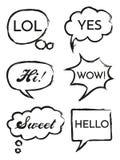 Vektoruppsättningen av anförande bubblar i komisk stil Handen drog uppsättningen av dialogfönster med höga uttryck, Hello, överra stock illustrationer