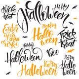 Vektoruppsättningen av handen som märker halloween, citerar - lyckliga halloween, tricket eller fest och andra, skriftligt i olik vektor illustrationer