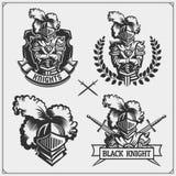 Vektoruppsättningen av medeltida krigareriddareemblem, logoer, märker, förser med märke emblem, tecken och designbeståndsdelar stock illustrationer