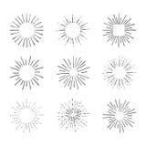 Vektoruppsättningen av Retro ljusa strålar som isoleras på teckningar för vitsvartöversikt, tappning skissar stock illustrationer