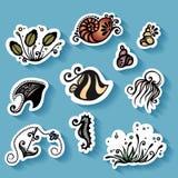 Vektoruppsättning av klistermärkear med havsflora och faunor Royaltyfria Bilder