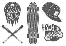 Vektoruppsättning av tappningsportetiketter, emblem, logo Yolo bokstäver och typografi Skateboard baseballslagträ, raplock, cykel Royaltyfri Bild