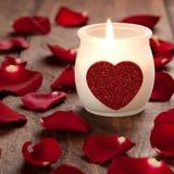 Vela ardiente con el corazón Imagen de archivo libre de regalías