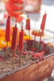 Vela ardiente en pote en la capilla china Fotografía de archivo libre de regalías