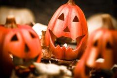 Vela asustadiza de la Jack-o-linterna de las calabazas de Halloween encendida Fotografía de archivo libre de regalías