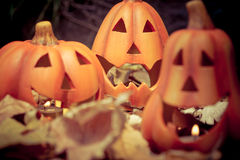 Vela asustadiza de la Jack-o-linterna de las calabazas de Halloween encendida Imagenes de archivo