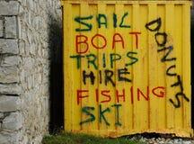 Vela, barco, viajes, alquiler, pesca, esquí, anillos de espuma Foto de archivo